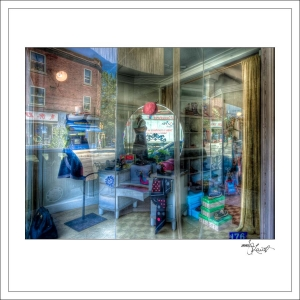 In-Through-the-Looking-Glass-Montreal-02